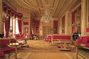 Enjoy an afternoon tea experience in the South East of England and tour of Windsor Castle.