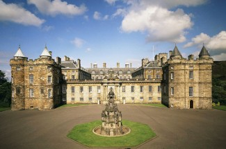 Palace of Holyroodhouse Visit and Vintage Bus Sparkling Afternoon Tea Tour of Edinburgh