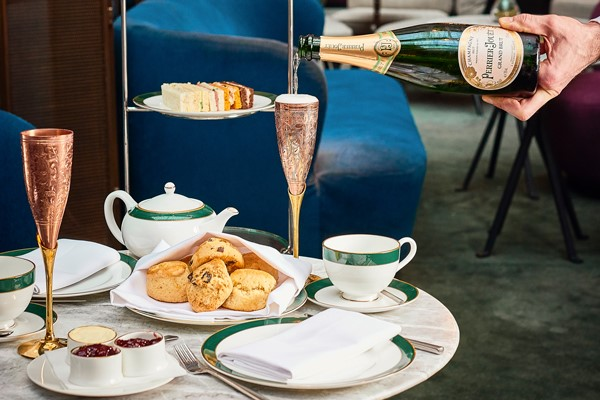 Free flowing Champagne Afternoon tea at the St Pancrass Renaissance Hotel, The Hansom, Kings Cross.